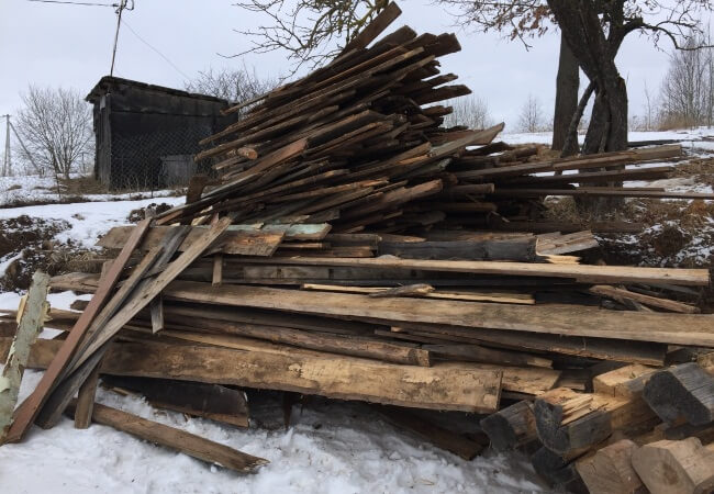 демонтаж деревянного сарая